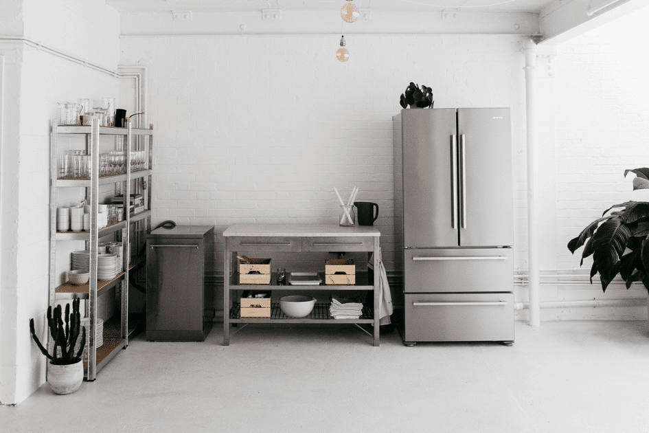 Deconstructed kitchen trend featuring open shelving, standalone appliances and minimalist decor